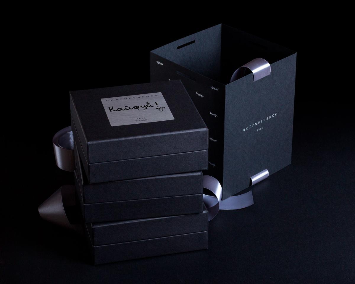 Поздравительная карточка на каждой коробке для теплых пожеланий